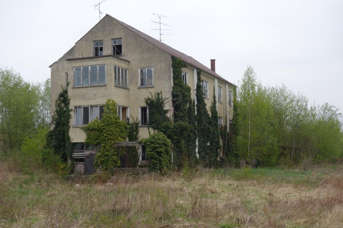 Ruine der alten Zellstoff-Fabrik in Hebertshausen