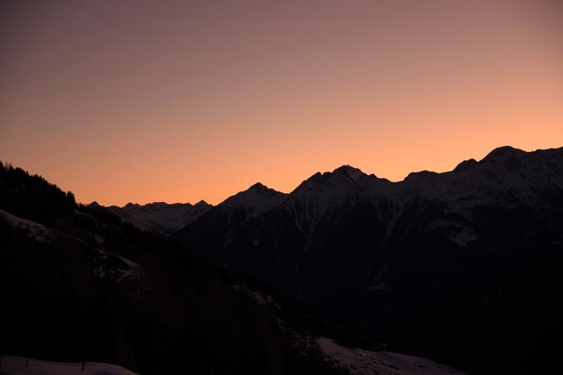 Morgenrot über Berggipfeln